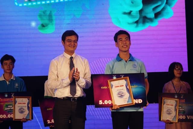 """Tuấn Anh được khen thưởng """"Sinh viên 5 tốt"""" cấp Thành Phố"""